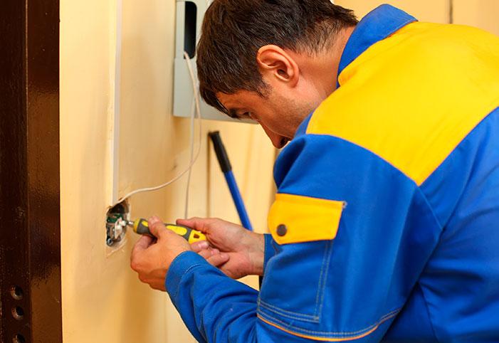 Dicas sobre como contratar um eletricista