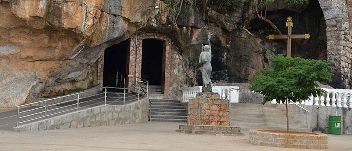 Santuário do Bom Jesus da Lapa, seus monumentos e imagens