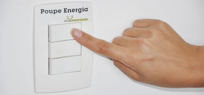Há formas de conseguirmos economizar energia elétrica. Nosso bolso e o meio ambiente agradecem, não?