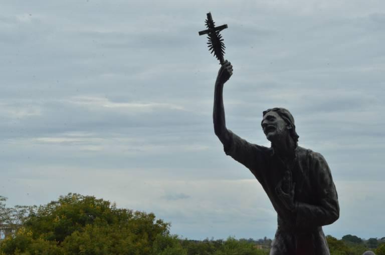 estatuas da esplanada do santuario