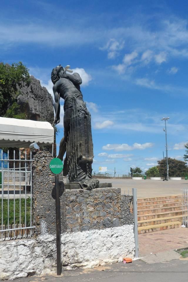 sao joao evangelista estatua esplanada santuario 1