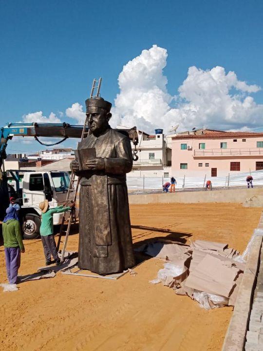 estatua de monsenhor turibio bom jesus da lapa