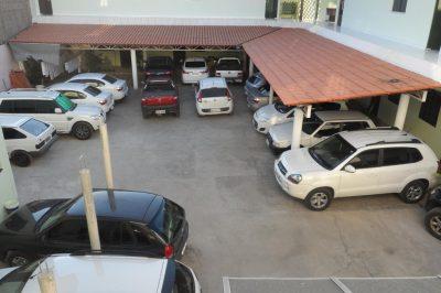 Garagem com muitos carros - Organização